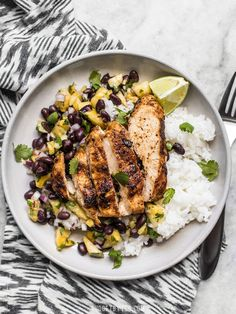 With just a few ingredients, this Jerk Chicken with Pineapple Black Bean Salsa is full of fresh summery flavor and will become your new go-to easy summer meal! recipes Jerk Chicken with Pineapple Black Bean Salsa Easy Summer Meals, Summer Recipes, Summer Meal Ideas, Summer Entrees, Healthy Summer Dinner Recipes, Summer Chicken Recipes, Pollo Salsa, Black Bean Salsa, Gourmet