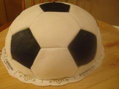Att göra en fotbollstårta Soccer Ball, Cake, Elsa, European Football, Kuchen, European Soccer, Soccer, Torte, Cookies