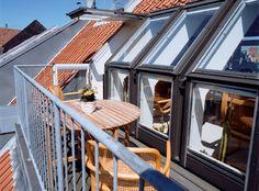 VELUX tagterrassen er bygget direkte ind i den nederste del af taget og hjælper dig med at udnytte skunkpladsen bedst muligt. Find ud af mere her.