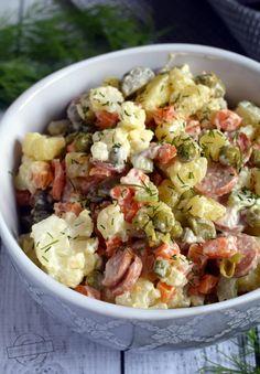 Kalafiorowo-ziemniaczana sałatka z parówkami – Smaki na talerzu Tortellini, Pasta Salad, Salad Recipes, Potato Salad, Salads, Potatoes, Ethnic Recipes, Food, Cauliflowers
