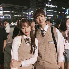 Ulzzang Korean Girl, Ulzzang Couple, Ullzang Girls, Teen Web, Teen Images, Korean Friends, School Uniform Fashion, Korean Couple, Best Friend Pictures