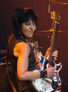 Female Guitarist, Female Singers, Cherie Currie, Women Of Rock, Rocker Girl, Guitar Girl, Joan Jett, Powerful Women, Hard Rock