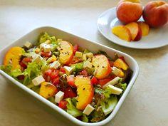 Őszibarackos bulgursaláta a meleg napokra - WANDER Stevia, Cobb Salad, Food, Bulgur, Red Peppers, Meal, Eten, Meals