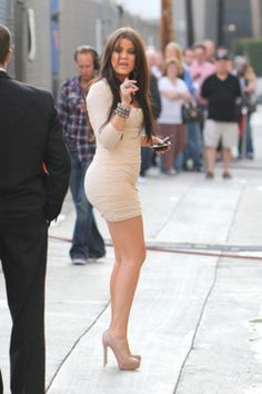 Chloe Kardashian has an amazingly curvy and womanly figure most men desire.