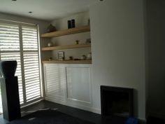 VRI interieur schuifdeurkast landelijk wit met eiken schappen