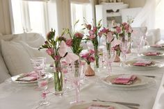 Want to set an elegant holiday table but are stumped by all the childlike imagery? Here's how to use soft spring colors to decorate a sophisticated Easter table. Easter Table Settings, Easter Table Decorations, Candle Centerpieces, Floral Centerpieces, Painted Cottage, Table Arrangements, Holiday Tables, Spring Colors, Tablescapes