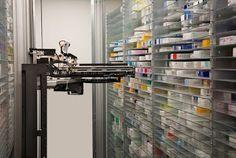 """Primera """"Farmacia Robot"""" inaugurada en Emiratos Árabes   Esta farmacia inteligente ocupará por primera ocasión un robot en EAU para administrar medicamentos recetados lo cual podrá realizarse por medio de un código de barras con lo que se minimizará el error humano indicó el informe.  El robot comenzará a atender a los clientes el domingo y podrá almacenar alrededor de 35.000 medicamentos y surtir alrededor de 12 recetas en menos de un minuto lo cual reducirá de manera significativa el…"""