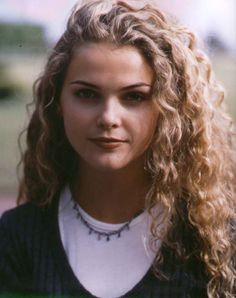 Keri Russell, Felicity Porter from Felicity Curly Hair With Bangs, Long Curly Hair, Hairstyles With Bangs, Wavy Hair, Curly Hair Styles, Natural Hair Styles, Curly Short, Curly Girl, Felicity Hair