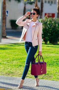 Powdered pink jacket, burgundy handbag and designer nude shoes. Classy Outfits, Chic Outfits, Fall Outfits, Fashion Outfits, Womens Fashion, Work Outfits, Teen Fashion, Look Fashion, Winter Fashion