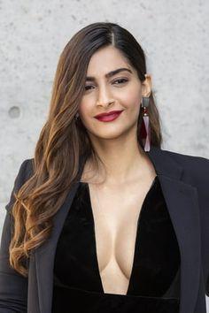 Bollywood Actress Hot Photos, Indian Bollywood Actress, Indian Actress Hot Pics, Bollywood Girls, Beautiful Bollywood Actress, Most Beautiful Indian Actress, Bollywood Celebrities, Sonam Kapoor Pics, Glam Photoshoot