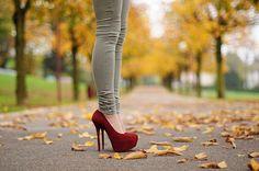 super skinny jeans and stilettos Red Platform, Platform Pumps, Cute Shoes, Me Too Shoes, Pretty Shoes, High Heels Stilettos, Shoes Heels, Jeans Heels, Red Pumps