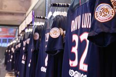 You can find the new jersey of the season in our stores Paris Saint-Germain