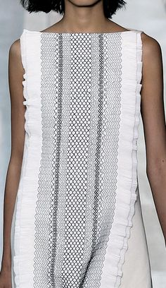Shift dress + layered panel with micro patterns & texture; fashion details // Tory Burch Spring 2015