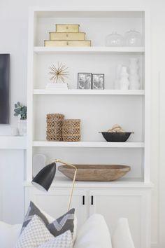 Megan Molten Portfolio Decorating Living Room Shelves, Dining Room Shelves, Living Room Decor, Luxury Interior, Interior Styling, Styling Bookshelves, Living Room Built Ins, Built In Shelves, Book Shelves