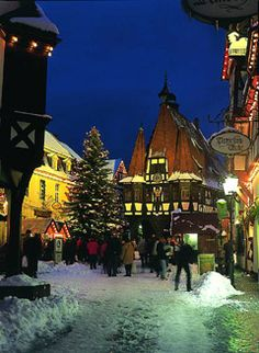 Weihnachtsmarkt christmas market in germany | Michelstadt | repinned by www.mybestgermanrecipes.com