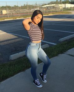 Cute teen girls spring outfits look fantastic 51 Spring Outfits, Trendy Outfits, Girl Outfits, Cute Outfits, Fashion Outfits, Foto Casual, Sexy Jeans, Girls Jeans, Belle Photo