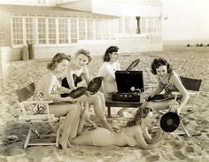 Pin Up beach party, 1930s. - Vinyles Passion