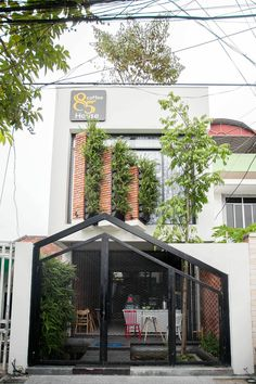 Image 29 of 37 from gallery of 85 Coffee House / 85 Design. Photograph by To Huu Dung Café Exterior, Design Exterior, Tropical Architecture, Facade Architecture, Green Facade, Narrow House, Street House, House Elevation, Industrial House
