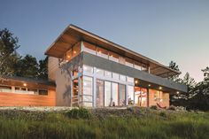 Luxurious views through expansive panes of glass. EpicVue windows elevate style and performance to unmatched heights.