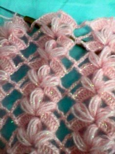 It is a website for handmade creations,with free patterns for croshet and knitting , in many techniques & designs.This Pin was discovered by kardelicate and pretty Crochet Motifs, Crochet Stitches Patterns, Crochet Chart, Knit Or Crochet, Filet Crochet, Crochet Designs, Stitch Patterns, Knitting Patterns, Crochet Projects