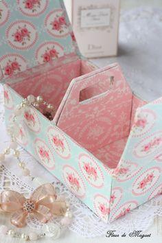 love the pattern Cardboard Paper, Cardboard Furniture, Fabric Covered Boxes, Ideas Prácticas, Organiser Box, Pretty Box, Card Box Wedding, Diy Box, Scrapbook
