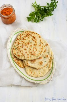 Flatbread from the pan Healthy Dishes, Tasty Dishes, Healthy Eating, Happy Foods, Polish Recipes, Food Photo, Vegan Recipes, Vegan Food, Good Food