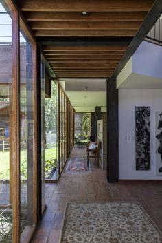 > Breezeway, Beautiful Interiors, Home Goods, Windows, Exterior, Nice Houses, Glass Walls, Ecuador, Sri Lanka
