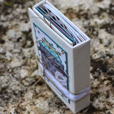 "Mini album ""Magique"" de Twibady - swirlcards - le blog Mini Albums Scrap, Mini Album Tutorial, Kit, Blog, Minis, Tutorials, Good Morning To All, Magic, Creative Crafts"