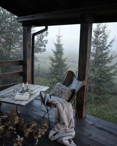 I love this interior design! It's a great idea for home decor. Home design. Outdoor Spaces, Outdoor Living, Outdoor Bedroom, Interior And Exterior, Interior Design, Porch Interior, Autumn Interior, Room Interior, Cabins In The Woods