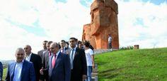 El 25 de septiembre, el presidente de la región de Nagorno Karabaj, Bako Sahakian participó en una ceremonia de apertura del monumento resta...
