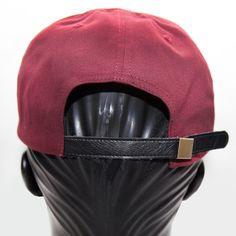 """Nova versão do boné """"Foco na Missão"""", parte do merchandising oficial do MC paulistano Rashid, em uma modelagem inédita: strapback. Mantendo o padrão camuflado na aba, em uma interpretação da estampa..."""