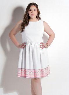Vestido Godê Branco e Estampado Plus Size - Posthaus