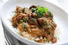Try this Brazilian Stroganoff recipe for dinner. Your family will ask for more.Try this Brazilian Stroganoff recipe for dinner. Your family will ask for more. Boeuf Stroganoff Rezept, Brazilian Dishes, Brazilian Recipes, Hamburger Stroganoff, Beef Recipes, Cooking Recipes, Beef Tips And Gravy, Beef Stroganoff, Food Dinners