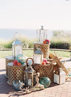 Seaside decor: http://www.stylemepretty.com/2015/05/04/coral-destination-seaside-wedding/ | Photography: Caroline Tran - http://carolinetran.net/