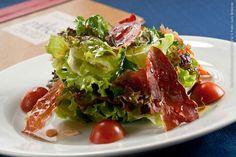 El Patio (almoço)    Salada verde com Chips de Jamon e amêndoas tostadas