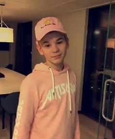 Martinus being cute as always😙 Twin Brothers, My Crush, To My Future Husband, True Love, My Boys, Twins, Crushes, Graphic Sweatshirt, Singer