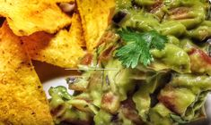 VideoRecept na Avokádové Guacamole (avocado guacamole) Avocado Guacamole, Mexican, Ethnic Recipes, Food, Fine Dining, Essen, Meals, Yemek, Mexicans