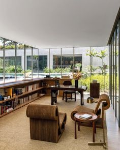 Office and Study in Sao Paulo Residence by Studio Mellone on Contemporary Office, Contemporary Interior, Modern Cabin Interior, Home Office, Interior Design Photos, Living Spaces, Living Room, Loft, Mid Century Furniture