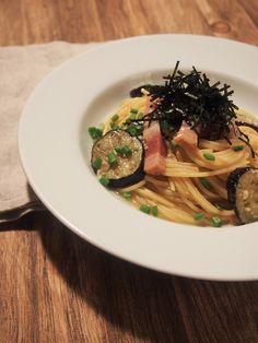 ベーコンと揚げ茄子の和風パスタ by 柿崎 浩貴 「写真がきれい」×「つくりやすい」×「美味しい」お料理と出会えるレシピサイト「Nadia   ナディア」プロの料理を無料で検索。実用的な節約簡単レシピからおもてなしレシピまで。有名レシピブロガーの料理動画も満載!お気に入りのレシピが保存できるSNS。