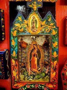 Virgen de Guadalupe, Virgencita de mi alma nunca dejes de cubrirme con tu manto.