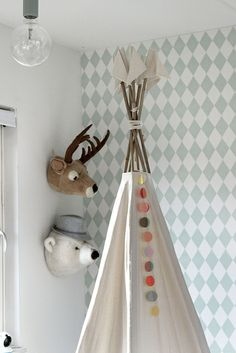 Tipi tent and garland. Ferm Living Wallpaper, Nursery Wallpaper, Kids Wallpaper, Modern Girls Rooms, Girls Room Design, Mint Nursery, Little Girl Rooms, Kid Spaces, Kids Decor