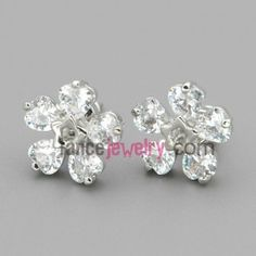 Unique five heart zircons made of studded earrings