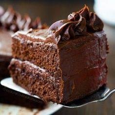 Creamy chocolate frosting – with vegan, gluten free, and keto options included. (Shown above, on this Keto Cake Recipe) Chocolate Cream Cheese Frosting Adapted from… Chocolate Cream Cheese Frosting, Chocolate Frosting Recipes, Flourless Chocolate Cakes, Vegan Chocolate, Melted Chocolate, Cake Chocolate, Decadent Chocolate, Cream Frosting, Chocolate Truffles