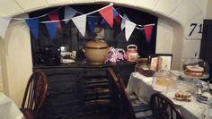 5 o'clock tea time in England. Tea & cake pic on @Funandflirtea's blog on http://teatra.de