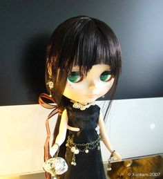 I took this one after alot of playing around with the lighting. The backdrop is my imac screen. XD My blythe doll, Naito furawa.