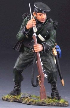 Napoleonic British Army NAP011B 95th Rifles Standing Reloading wearing Cap - Made by Thomas Gunn Military Miniatures and Models. Factory made, hand assembled, painted and boxed in a padded decorative box. Excellent gift for the enthusiast.