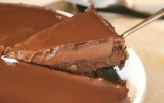 Nutellas Cheesecake A very tasty chocolate cheesecake for chocolate lovers. A recipe for a Nutella cheese cake that will lift your taste. Greek Sweets, Greek Desserts, Party Desserts, Cheese Cake Nutella, Nutella Cheesecake, Nutella Recipes, Sweets Recipes, Food Network Recipes, Gourmet