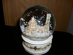 Snow globe of Florence, Italy. I want one like this pretty badly!