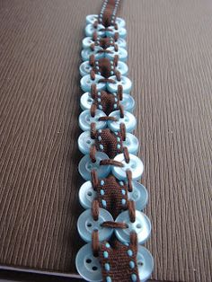 Nicola @ Smitten Kitten: How to make a Button Bracelet! - FREE TUTORIAL! This looks Awesome!!