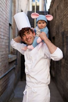 Ratatouille Cute Family Halloween Costume These adorable babies below are rocking the show! Check out the cute baby wearing Halloween costumes. Creative Halloween Costumes, Cute Costumes, Halloween Kids, Halloween Party, Halloween Ideias, Disney Costumes For Kids, Halloween Costume With Baby, Two People Halloween Costumes, Funny Baby Costumes